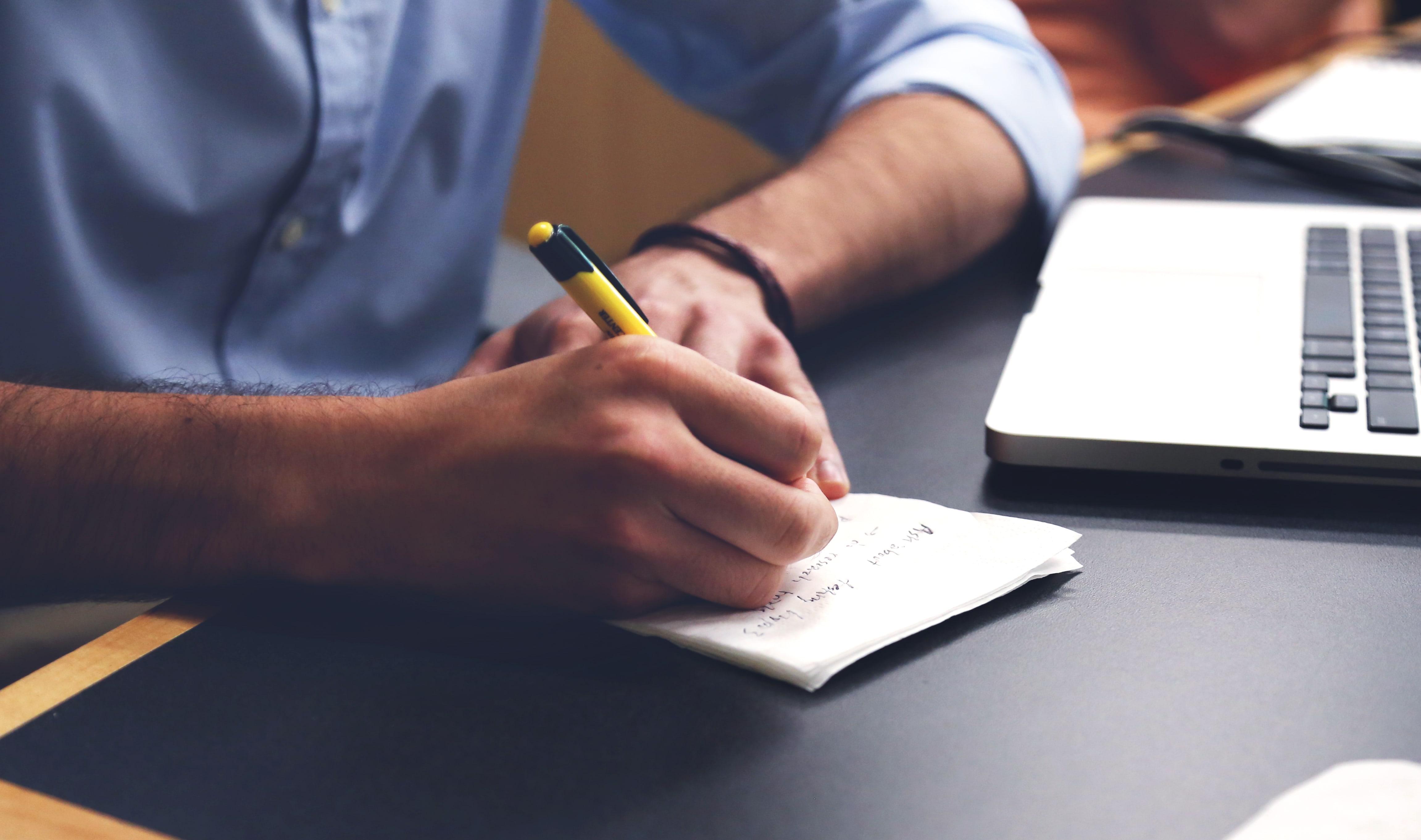 未経験からプログラマーに応募する時の履歴書の書き方を紹介