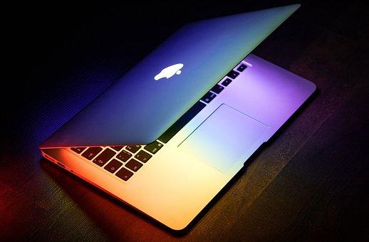 虹色に光るMac
