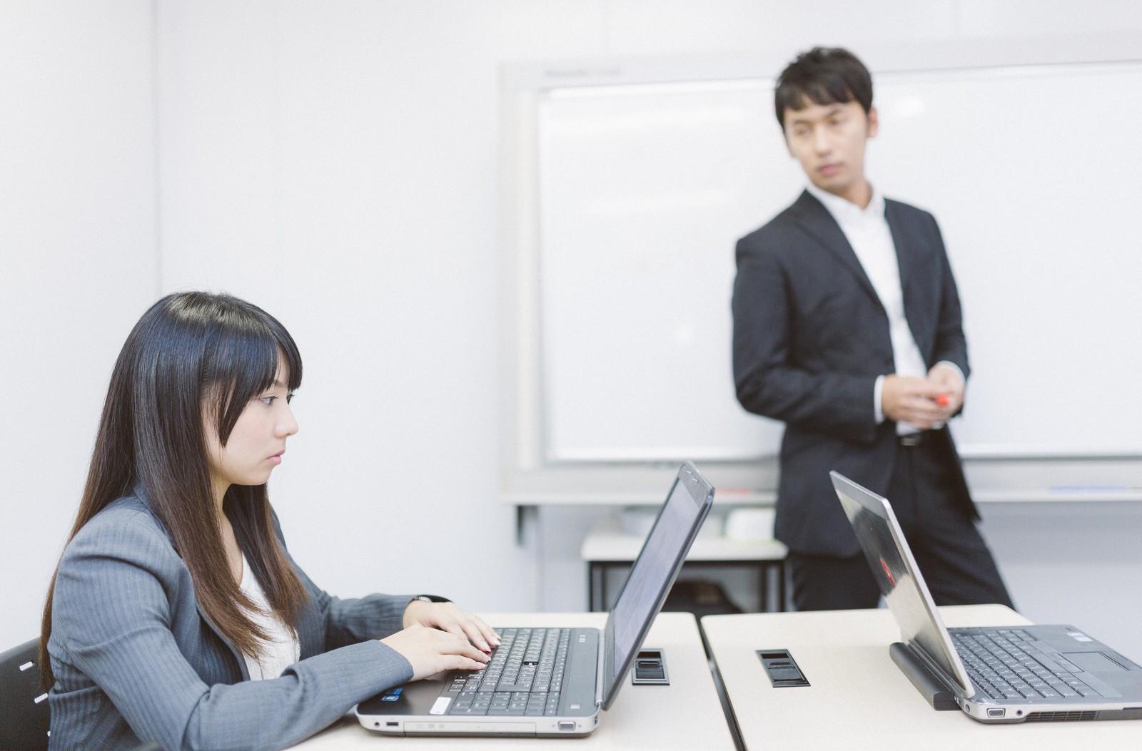 プログラミング教室で講師バイトするためには何が必要?【必要スキル、仕事内容、平均時給】