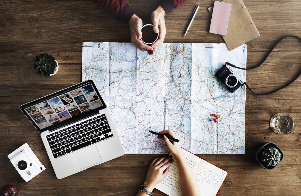 地図とパソコン