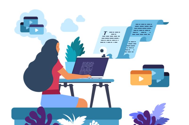 プログラミングを学ぶ女性