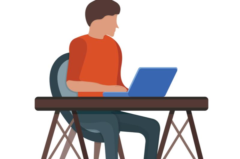 プログラミング勉強中の男性